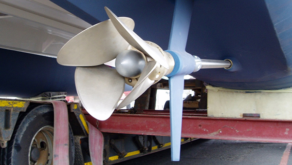 Varifold propeller in the folded position